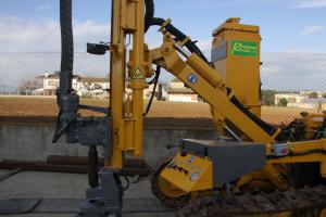 Máquina martillo  en fondo Böhler.